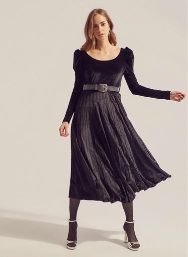 Monamoda Kayık Yaka Prenses Kol Piliseli Kadife Elbise Siyah